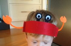 This snappy crab headband makes a great Under The Sea dress up costume. We sewed felt to make ours but you could use paper and staples if you want to make an easier version. Crab Crafts, Vbs Crafts, Daycare Crafts, Camping Crafts, Crafts For Kids, Dinosaur Crafts, Preschool Crafts, Under The Sea Crafts, Under The Sea Theme