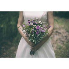 En la web lamboda completa de Juanjo y Rocío  Vestido @ada_novias_gijon  Flores Gely #ramonovia #flores #fotografodebodas #fotografiaboda #Asturias #novia #ramo #vestidonovia #LlagarCastiello #llagar #fotoasturias #boda #wedding #weddingpic #love #blancoynegro #blackandwhite #back #bridal #book #love #hugs