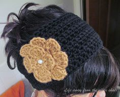 Crochet Headbands Life Away From The Office Chair: Ear warmer *Pattern* - Ive been doing alot of crocheting latley. Im always experimenting on new things. Love Crochet, Diy Crochet, Crochet Crafts, Yarn Crafts, Crochet Flowers, Crochet Granny, Crochet Ideas, Yarn Projects, Crochet Projects