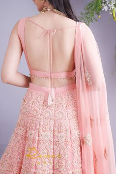 Indian Fashion Dresses, Indian Bridal Outfits, Dress Indian Style, Indian Designer Outfits, Pakistani Dresses, Indian Sarees, Choli Designs, Sari Blouse Designs, Fancy Blouse Designs