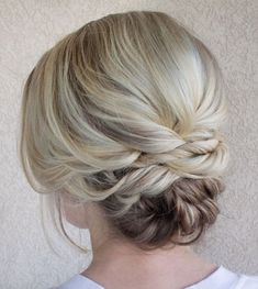 Wedding Hairstyles Medium Hair Updo for Blonde Balayage Hair - Easy Updos For Medium Hair, Updos For Medium Length Hair, Short Hair Updo, Medium Hair Styles, Curly Hair Styles, Natural Hair Styles, Hair Medium, Short Hairstyles For Women, Bun Hairstyles