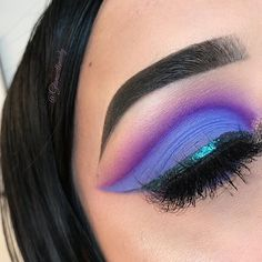 This palette is absolutely TO.DIE.FOR! Meet the Unicorn Dreams Palette by Karity. Makeup FOMO is your one stop shop for all makeup product news! Eyeshadows lipsticks foundations skincare we have it all! Our Makeup Product Release Calendar covers over 300 beauty brands so you will never miss another makeup launch or sale!