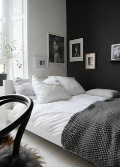 chambre a coucher mur blanc et noir peindre une pièce en deux couleurs lit