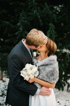 utah winter wedding photo by Brooke Schultz http://brookeschultzphotography.com