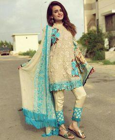 Sumbul Iqbal khan Kurta Designs Women, Salwar Designs, Blouse Designs, Stylish Dresses, Simple Dresses, Women's Fashion Dresses, Pakistani Dress Design, Pakistani Dresses, Pakistani Frocks