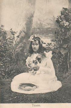 Vintage Cards, Vintage Postcards, Native American Teepee, Hawaiian Woman, Polynesian Men, Cultural Studies, People Of The World, Tahiti, Pacific Ocean