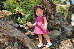 Ce modèle de robe avec un plastron carré convient pour la poupée Cerise de la marque Cerise et Capucine que vous trouverez en exclusivité chez JouéClub mais vous pouvez l'utiliser pour une poupée de taille différente en adaptant les dimensions aux mensurations... Laine Rico, Shirt Dress, Couture, Summer Dresses, Dimensions, Fashion, Rose Pink Dress, Apron Dress, Moda