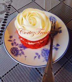 It's Friday! Chant with us...cake, cake, cake!  #CortezTreats #weekend #cake #buttercream #weddingseason #sunshine