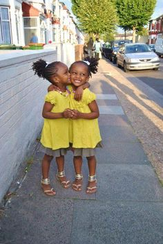 Beautiful, look like twins Beautiful Black Babies, Beautiful Children, Baby Kind, Pretty Baby, Little People, Little Ones, Cute Kids, Cute Babies, Natural Baby