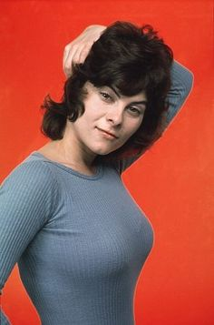 Catwoman Purrrsday :: Adrienne Barbeau Okay, I like to think I know things. But I did not know until writing this post that Adrienne Barbeau was the voice of Catwoman on Batman: The Animated Series! Adrienne Barbeau, Cinema, Cosplay, Norma Jeane, Classic Beauty, Classic Tv, Pin Up Girls, American Actress, Movie Stars