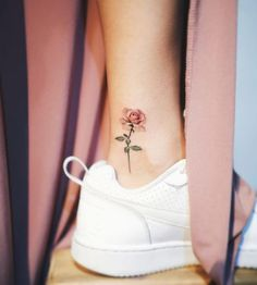 80 Adorable Ankle Tattoos That All Deserve Oscars - Ankle Tattoo Designs Mini Tattoos, New Tattoos, Small Tattoos, Tatoos, Foot Tattoos, Tattoo Diy, Get A Tattoo, Tattoo Neck, Tattoo Shop