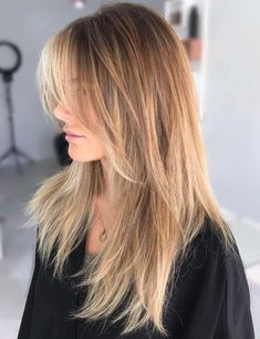 Pretty Layered Hair Cuts Ideas To Light You Up - Having long hair is very advantageous as there is a great variety of hair styles for one to choose from to wear. People with long hair usually make va. Long Shag Haircut, Haircuts Straight Hair, Shaggy Haircuts, Haircuts With Bangs, Cool Haircuts, Straight Bangs, Choppy Layers For Long Hair, Long Haircuts For Women, Straight Hair With Layers