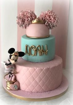 Minnie Mouse Theme Party, Minnie Mouse Birthday Decorations, Mickey Mouse Cupcakes, Minnie Mouse Cake Design, Bolo Minnie, Minnie Cake, Mickey Cakes, Baby Girl Birthday Cake, Mickey Birthday