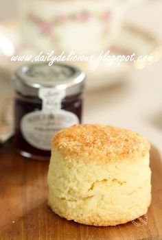 dailydelicious: My Own Mission: Real rich scones Scones Aux Fruits, Fruit Scones, Savory Scones, Lemon Scones, British Scones, English Scones, Baking Recipes, Cake Recipes, Dessert Recipes