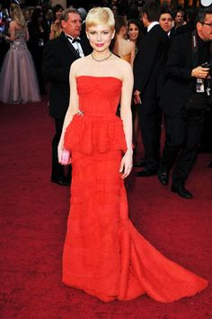 Michelle Williams, in Louis Vuitton with Forevermark jewels and a Bottega Veneta clutch at the 2012 Academy Awards