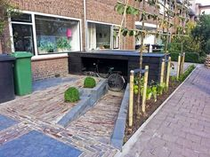 Front yard ideas Source by ieninet Outdoor Bicycle Storage, Garden Bike Storage, Small Garden Inspiration, Bike Shed, Modern Backyard, Garden Architecture, Outdoor Living, Outdoor Decor, Small Gardens