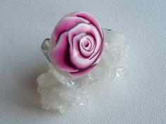 """Bague """"Rose"""" rose en pâte polymère : Bague par marienocreations"""