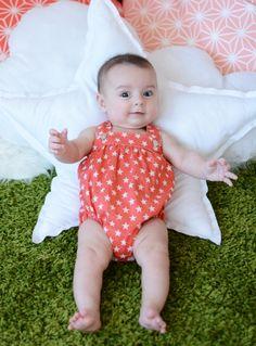 Ranita de bebé color coral con estrellas en color beige #baby #SpringSummer2015 #corazondeleonkids #madeinSpain #moda #ranita #estrellas #coral #star