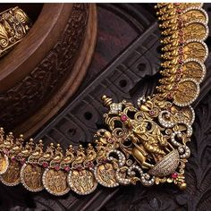 Don't Miss These 30 South Indian Antique Gold Jewellery Designs Don't Miss These 30 South Indian Antique Gold Jewelery Designs Gold Jewellery Design, Gold Jewelry, Latest Gold Jewellery, Gold Necklace, Designer Jewellery, Bridal Jewellery, Gold Bangles, Clay Jewelry, Wedding Jewelry