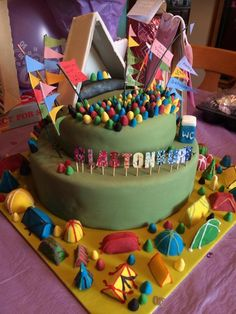 Festival cake with at base 21st Bday Cake, 18th Birthday Party, Themed Birthday Cakes, Themed Cakes, Cake Festival, Festival Wedding, Festival Party, Music Wedding Cakes, Hippie Cake