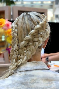 Triple strand braid: Smooth infusion straighting gloss, brilliant add on shine, control force