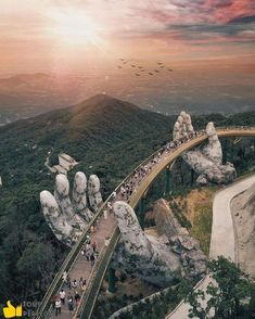 Giants Hands of the nature : Da Nang Vietnam Founder: Tag your best travel photos with Beautiful Places To Travel, Wonderful Places, Cool Places To Visit, Beautiful Things, Amazing Places On Earth, Wonderful Picture, Romantic Places, Best Places To Travel, Big Picture