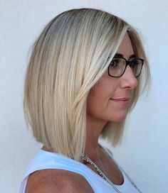 50 Blunt Cuts and Blunt Bobs That Are Dominating in 2020 - Hair Adviser for thin hair over 50 Blunt Haircut With Layers, Blunt Haircut Medium, Lob Haircut Straight, Bob Hairstyles For Fine Hair, Blunt Cut With Layers, Pixie Haircuts, Blunt Bob Medium, Straight Cut Bob, Blunt Hairstyles