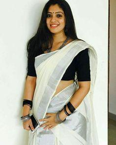 Hindustan Celebrities are Beautiful and Sexy - Sweety Hindustan Sari Blouse, Kerala Saree Blouse Designs, Onam Saree, Kasavu Saree, Set Saree Kerala, Kerala Traditional Saree, Black And White Saree, Saree Photoshoot, Stylish Sarees