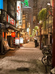 Shinjuku, Tokyo, Japan Snacks in the snow! Japon Tokyo, Shinjuku Tokyo, Photo Japon, All About Japan, Japan Street, Japanese Streets, Visit Japan, Japanese Architecture, Japanese Landscape