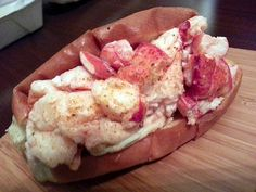 The Best Lobster Rolls in Acadia, Maine - Side Street Cafe - This isn't a lobster pound, it's a restaurant.They happen to serve a lobster roll that rivals many dockside lobster pounds. Best Lobster Roll, Lobster Rolls, Lobster Meat, New England Cruises, New England Travel, Acadia National Park, National Parks, Maine Road Trip, Travel