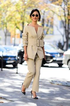 The Best Street Style from Paris Fashion Week - Outfits for Work Best Street Style, Street Style Trends, Cool Street Fashion, Street Chic, Look Fashion, Paris Fashion, Korean Fashion, Fashion Outfits, Womens Fashion