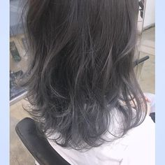「後ろ姿に憧れて。オンナ度に磨きをかける「ネイビーアッシュ」ヘアカラー」に含まれるinstagramの画像|MERY [メリー]