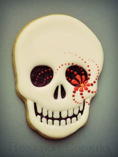 Sugar Skull Decorated cookie for Cinco de Mayo or Halloween Fall Cookies, Iced Cookies, Cute Cookies, Royal Icing Cookies, Halloween Cookies Decorated, Halloween Sugar Cookies, Halloween Desserts, Halloween Halloween, Halloween Treats