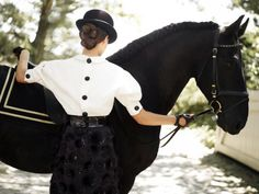 The most important role of equestrian clothing is for security Although horses can be trained they can be unforeseeable when provoked. Riders are susceptible while riding and handling horses, espec… Equestrian Chic, Equestrian Outfits, Equestrian Fashion, Outfits Mujer, English Riding, English Style, Horse Riding, Western Riding, Horseback Riding