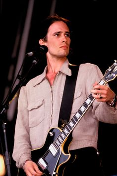 Jeff Buckley played, too. It was 2 years before he died.
