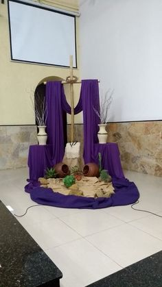 Lent Decorations For Church, Table Decorations, Easter Prayers, Jesus Songs, Church Stage, Easter Flowers, Diy And Crafts, Party, Church Altar Decorations