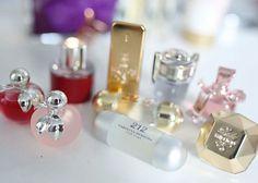 Perfeitas! Quem consegue resistir? Miniaturas de perfumes importados. .... muito amor nesses fraquinhos ❤