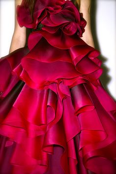 I see ruffles!!! - Ania Trublaska, Marchesa #detail #closeup #design #Fashion #Photography