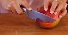 Mango - sladké, dužinaté, tropické ovocie, čoraz populárnejšie aj v našich končinách. 4 užasné a užitočné nápady ako kreatívne nakrájať mango.