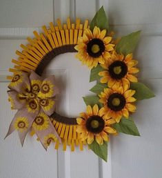 Clothespin Wreath Size: 18 inches in diameter Colors: Golden Yellow and Brown With 4 sunflowers and a sunflower print burlap bow. Burlap Crafts, Wreath Crafts, Diy Wreath, Wreath Ideas, Sunflower Crafts, Sunflower Wreaths, Sunflower Print, Diy Spring Wreath, Spring Crafts