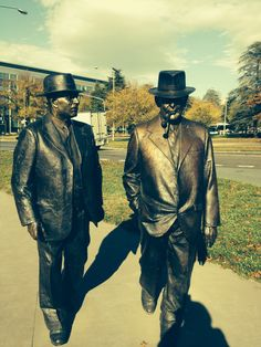 Sculptures of Prime Minister Ben Chifley and Deputy PM Curtin that represent Chifley's walk from The Kurrajong Hotel to Parliament House Canberra. House Canberra, Anti Communism, Malayan Emergency, Aboriginal People, Houses Of Parliament, Snowy Mountains, Prime Minister, Tasmania, Monuments
