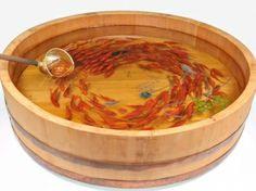 深堀隆介/美渦 muses  600×H155mm 2012年  寿司桶、柄杓、樹脂、アクリル絵具。