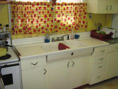 Love the sing with drainboards and the curved front with Youngstown emblem.