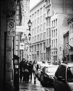 Tourists Out for a walk . . . . #montreal #mtlblog #mtl #narcitymontreal #montreal_gallery #montrealpics #montrealphoto #montrealjetaime #montrealcity #downtown  #downtownmontreal  #rain #rainyday #oldmontreal #stpaulstreet #blackandwhite #blackandwhitephotography #blacknwhite_perfection #architecture #tourists #walking #streetphotography