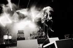 the kills performing at cactus festival. alison is amazing.