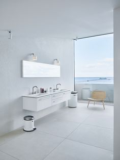 Built for a family, who are the third generation owners of VIPP this beach villa, Dragor House, is designed by Studio David Thulstrup and Mads Lund. Interior Design Studio, Modern Interior Design, Interior Styling, Mim Design, Nordic Design, The Way Home, Home And Family, Sofa Next, Black Kitchen Island