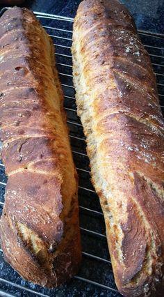 Helenkine dobroty - Rustikálna bageta kvásková Bread Recipes, Banana Bread, Desserts, Food, Tailgate Desserts, Deserts, Essen, Bakery Recipes, Postres
