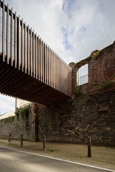 Idea Villers Abbey Visitor Center by Binario architectes in Villers-la-Ville, Belgium Architecture Renovation, Modern Architecture Design, Facade Architecture, Landscape Architecture, Casa Magna, Conservation Architecture, Wood Walkway, Walkway Ideas, Bridge Design
