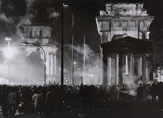 Barbara Klemm  Munster 1939  Tag der deutschen Vereinigung, Berlin, 3. Oktober 1990 (German Unity Day, Berlin, 3rd October 1990)  1990