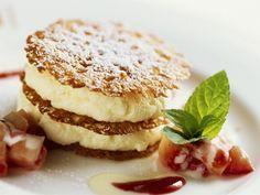 Mousse mit Eierlikör, dazu Erdbeeren ist ein Rezept mit frischen Zutaten aus der Kategorie Törtchen. Probieren Sie dieses und weitere Rezepte von EAT SMARTER!